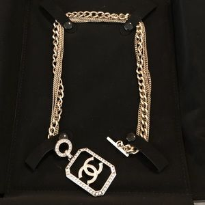 Chanel choker necklace